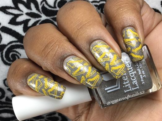 Swaying Grayly w/ nail art