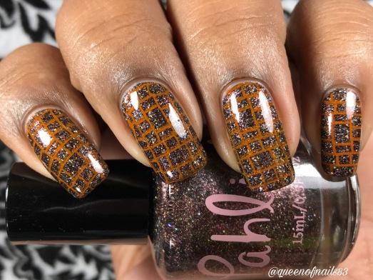 Leda w/ nail art