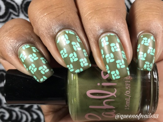 Castor w/ nail art