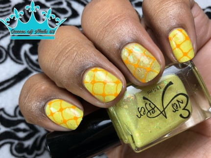 Yellow Is It Me You're Looking For - w/ nail art