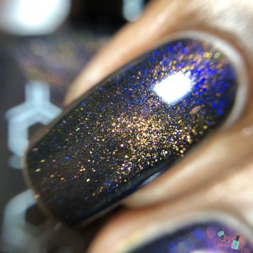 Bee's Knees Lacquer - Valak (M) - macro
