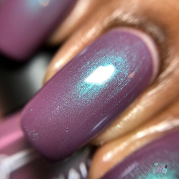 Tonic Polish - First Kiss (VIP) - macro