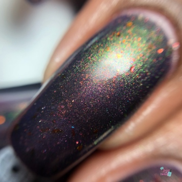 Anchor & Heart Lacquer - Dark Lady of DNA - macro