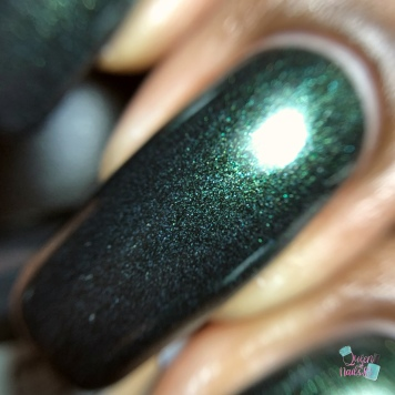 Day 3 - Tara, Braves Diva Polish: 3 French Hens - macro